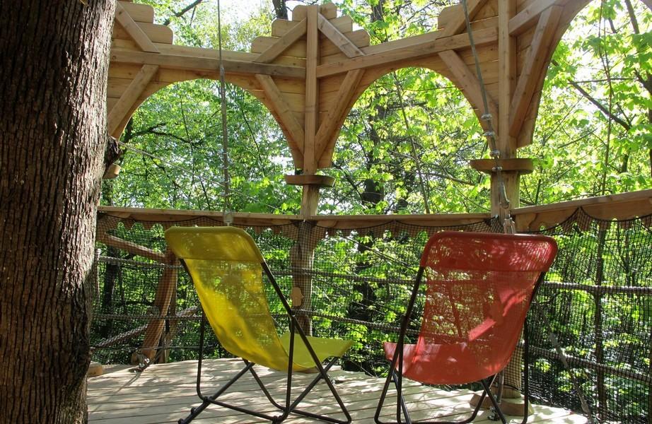 cabane-arbre-foret