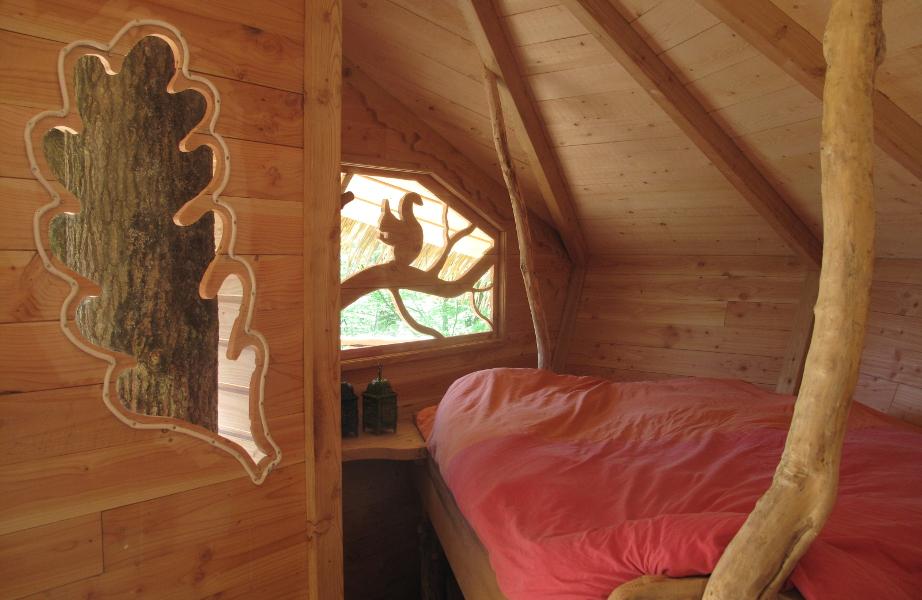 cabane-dans-les-abres-ecureuils-lit-double