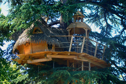 Enigma tree house (2 to 3 pax) from 135 €